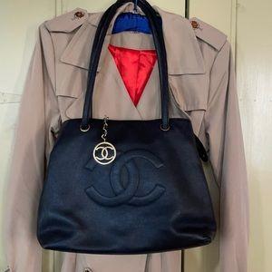 Vintage Chanel shoulder bag.